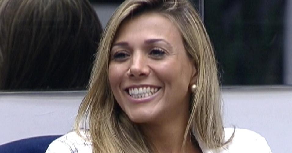 Fabiana sorri após Pedro Bial a cumprimentar (8/3/12)