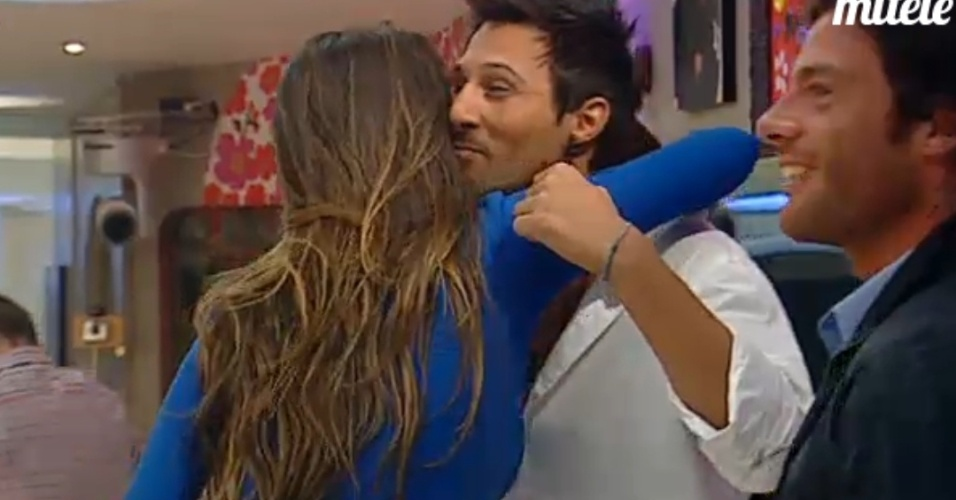 "Laisa cumprimenta confinados do ""Big Brother"" espanhol (8/3/12)"