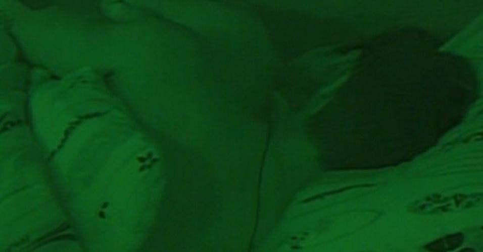 Monique dorme com Jonas no quarto Praia (8/3/12)