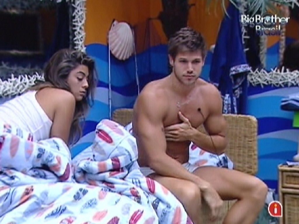 Monique e Jonas levantam com o toque de despertar na manhã desta quinta-feira (8/3/12)