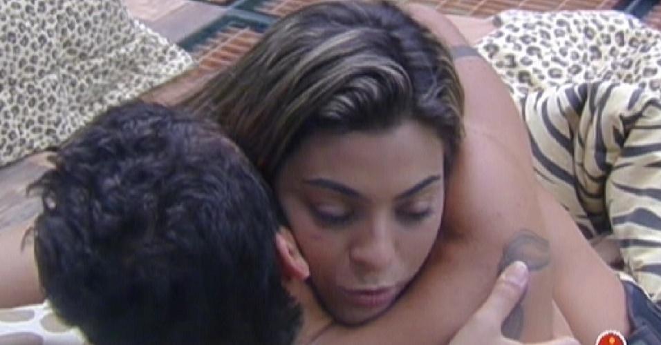 Yuri e Monique se abraçam e fazem as pazes nesta quinta-feira (8)