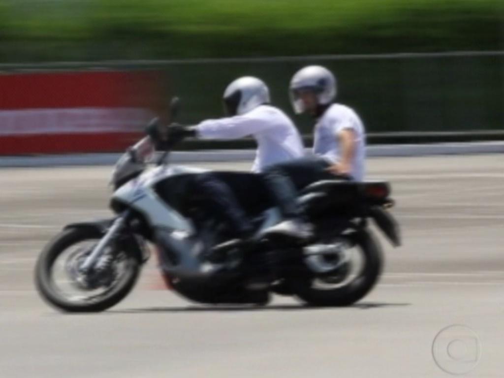Depois, foi a vez de Yuri fazer o mesmo percurso que Monique em Recife, no Centro de Treinamento da Honda (7/3/12)