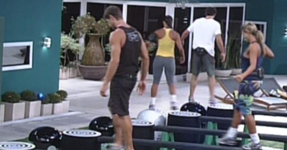 Com mais de seis horas de prova, Jonas, Fabiana, Kelly e Fael seguem na disputa pela liderança (9/3/12)