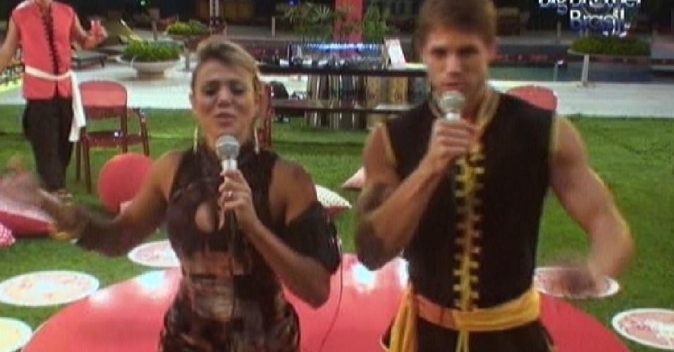 Fabiana e Jonas inauguram o karaokê da festa deste sábado (10/3/12)