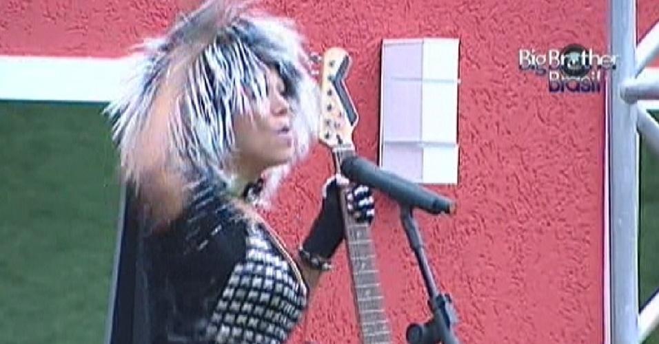 Fabiana tem que imitar uma roqueira toda vez que tocar a música do castigo do monstro (10/3/12)
