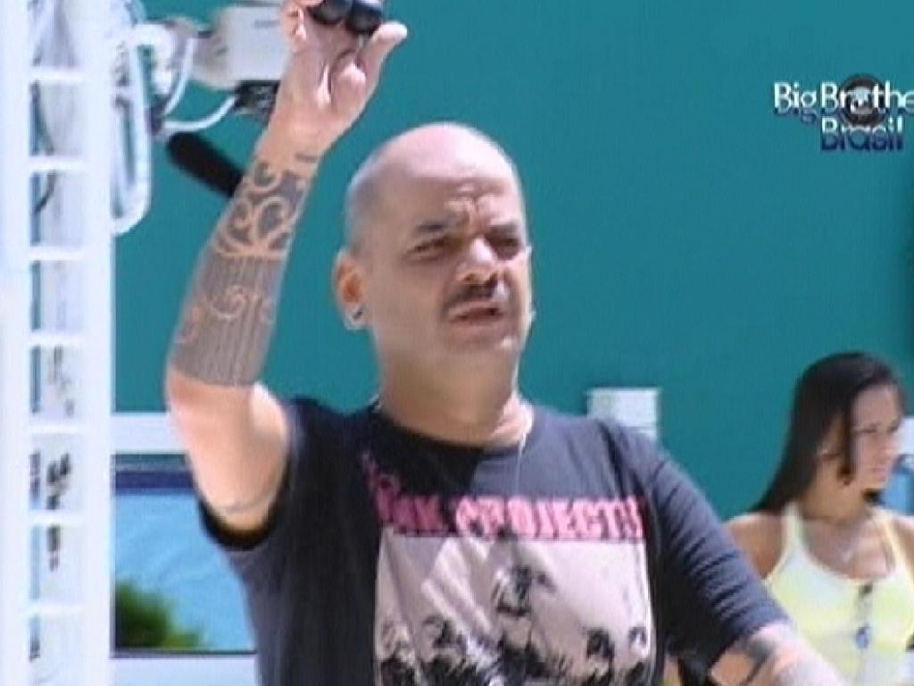 João Carvalho tira bolinha preta e não participa da prova do anjo (10/3/12)