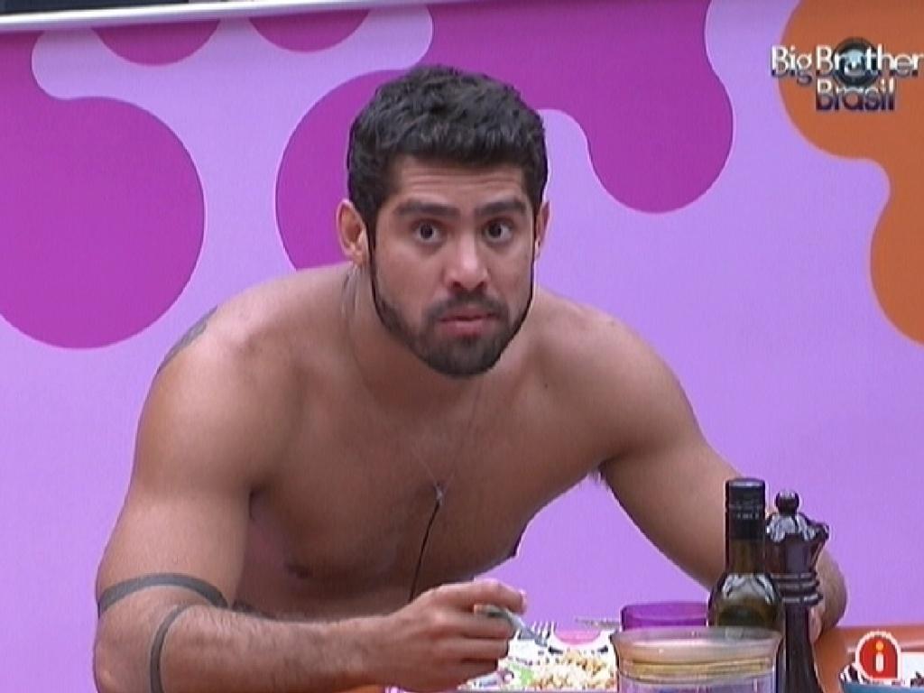 Yuri fica surpreso com o recado da produção que disse que Laisa está na Espanha (10/3/12)