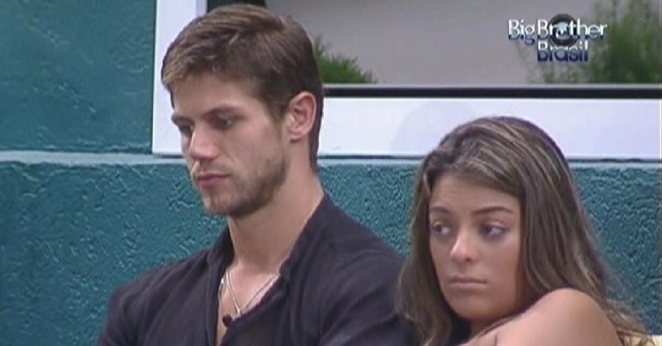 Brothers conversam na varanda, Jonas e Monique de braços dados (11/3/12)