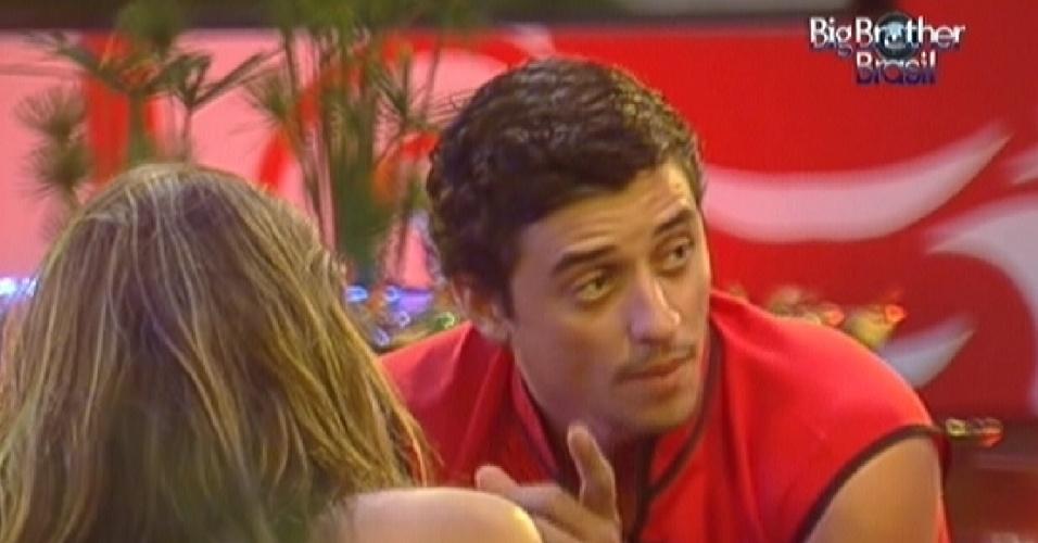 Fael diz para João Carvalho e Monique que lamenta prossível paredão entre os brothers (11/3/12)