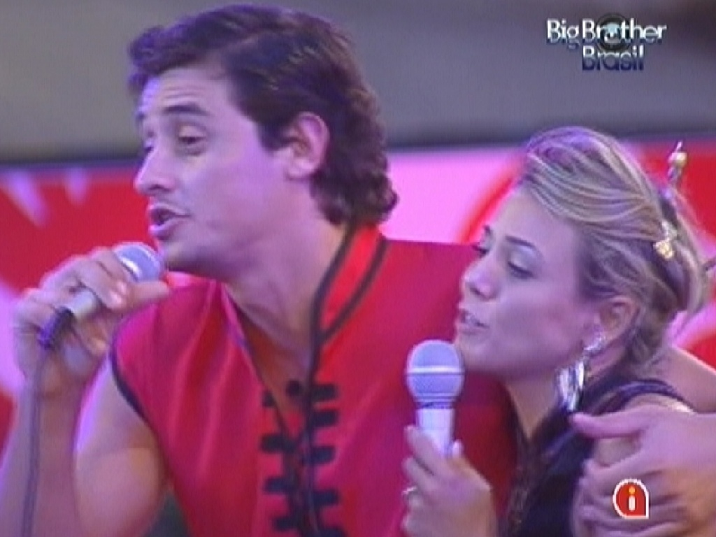 Fael e Fabiana cantam no karaokê (11/3/12)