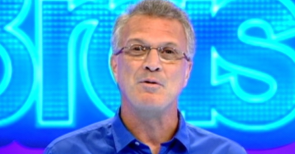 Pedro Bial começa o programa ao vivo deste domingo (11/3/12)