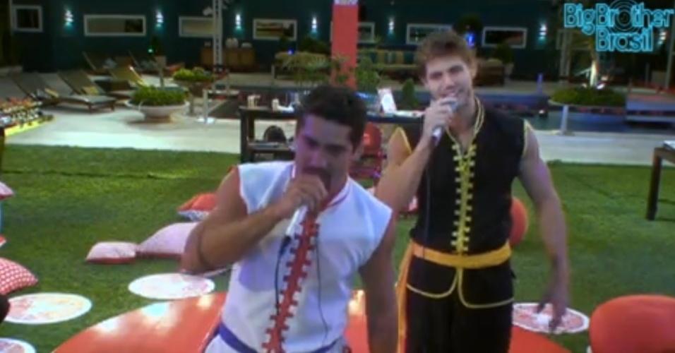 Yuri (esq.) e Jonas (dir.) cantam Eduardo e Mônica do grupo Legião Urbana durante festa Karaokê (11/3/12)