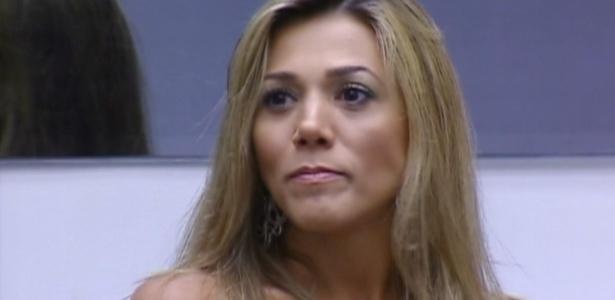 Fabiana fica tensa durante Jogo da Verdade (12/3/12)