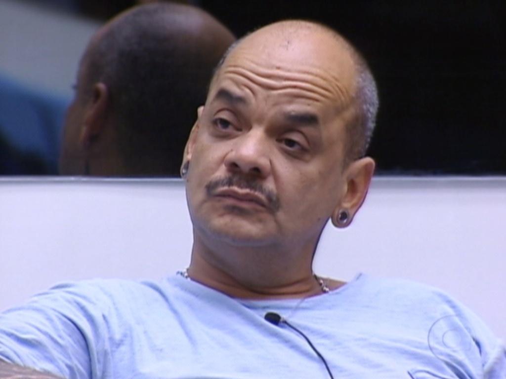 João Carvalho ouve Yuri falar dele no Jogo da Verdade (12/3/12)
