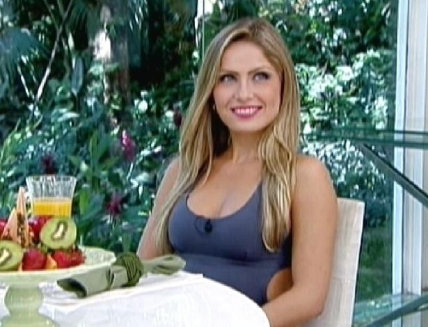"""A ex-BBB Renata participa do """"Mais Você"""" (13/3/12)"""