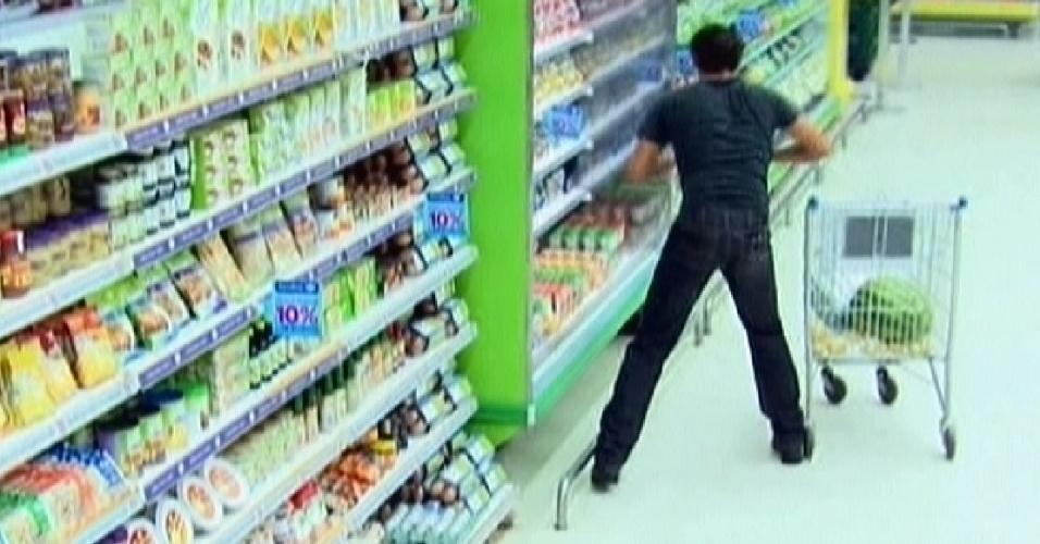 Cada 50 estalecas adquiridas na prova da comida valiam 15 segundos de compras (12/3/12)