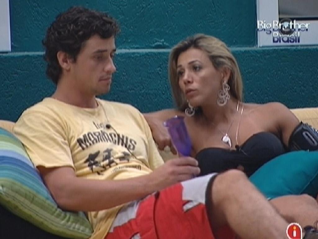 Fabiana e Fael conversam sobre desentendimento durante escolha dos brothers que fariam as compras da semana (12/3/12)