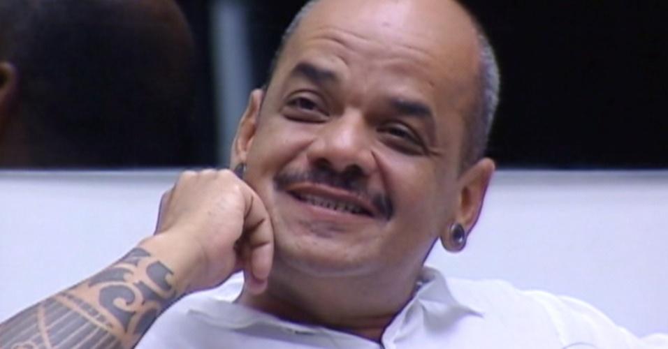 João Carvalho diz que sua relação com Yuri é de amor e ódio (13/3/12)