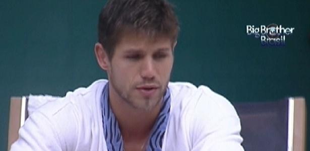 Jonas fala para João Carvalho que acha que Yuri será eliminado (13/3/12)