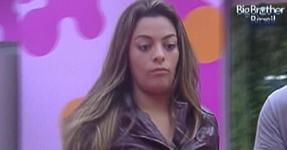 Monique fica chateada com reação de Fael após jogo (13/3/12)