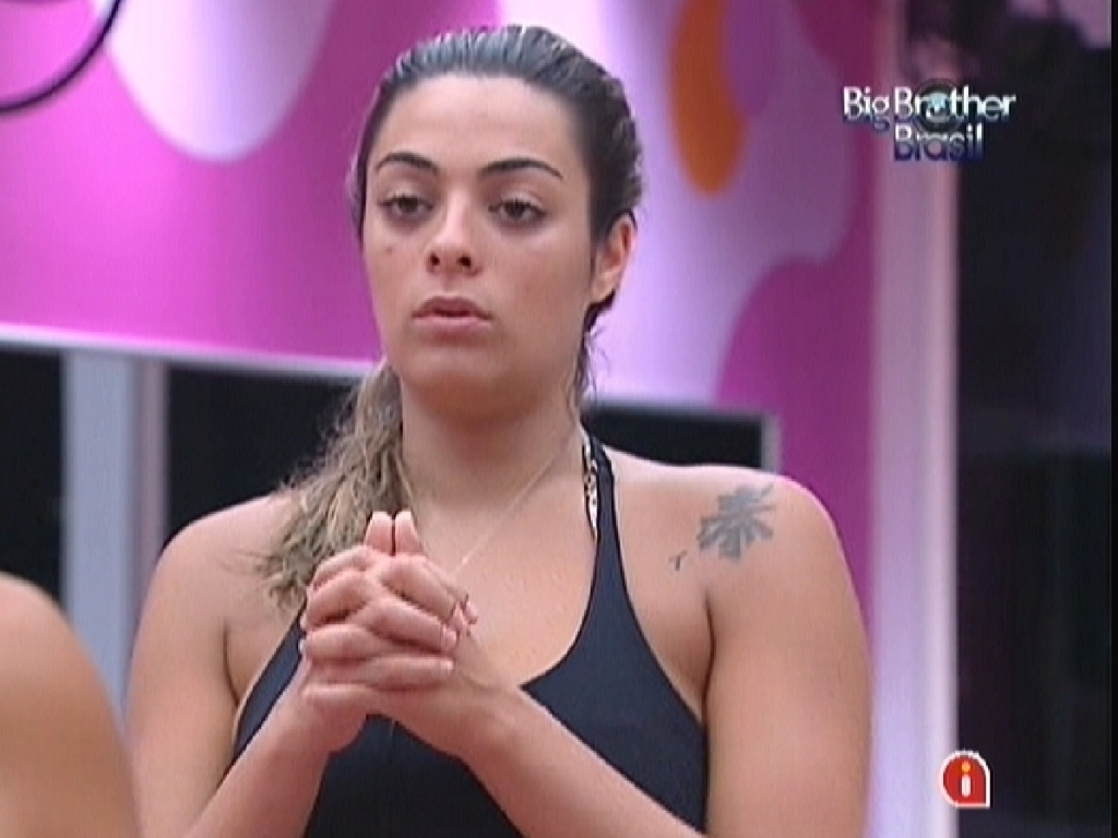 Monique reclama do comportamento de Fael para Kelly e Fabiana (13/3/12)