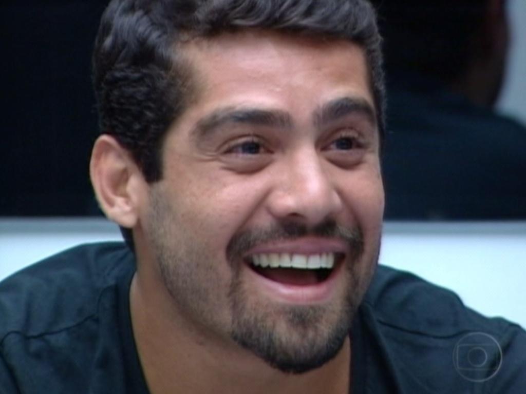 Yuri diz para Bial que João Carvalho é como um irmão mais velho para ele (13/3/12)