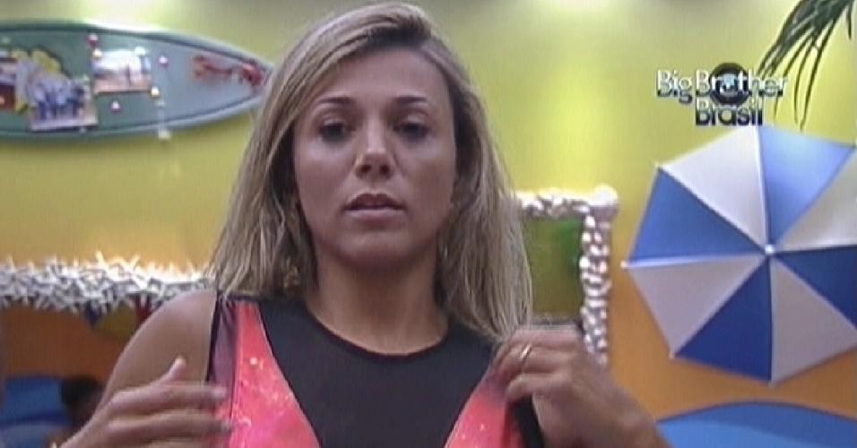 Fabiana coloca vestido mandado pela produção para a festa deste quarta-feira (14/3/12)