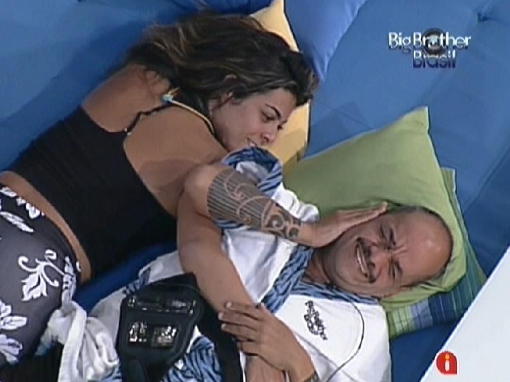João Carvalho conversa com Monique sobre próxima prova do líder (14/3/12)