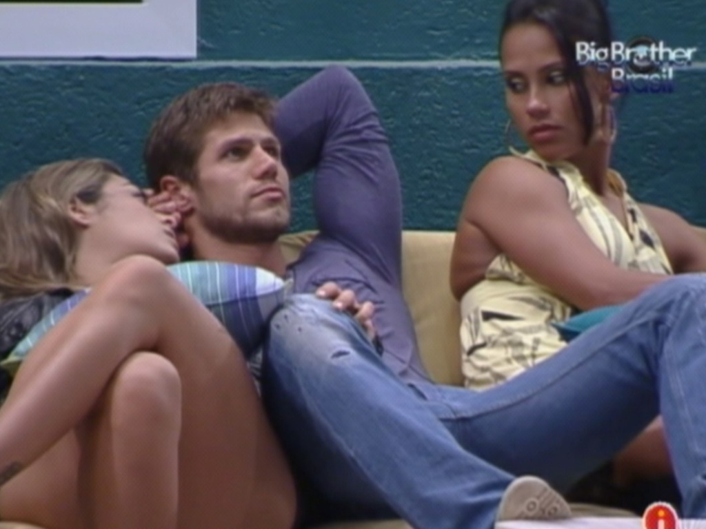 Jonas, Monique e Kelly conversam na varanda (14/3/12)