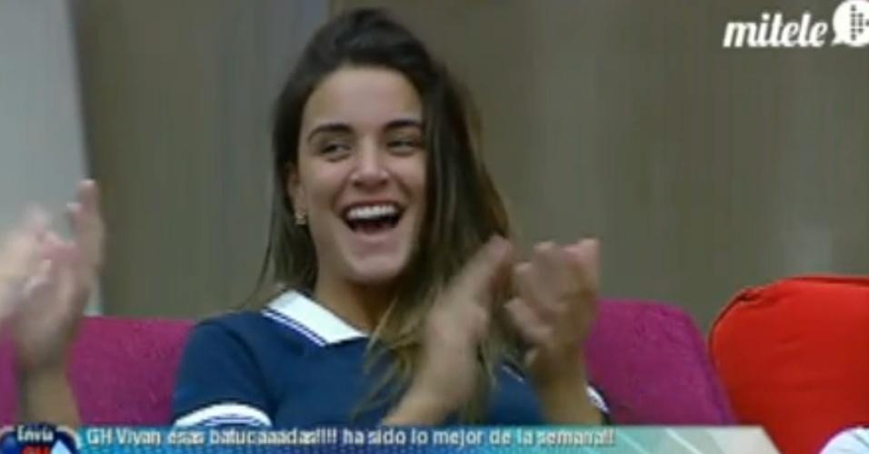 """Laisa aplaude desempenho dos """"hermanos"""" depois de dançarem """"Créu"""" (14/3/12)"""