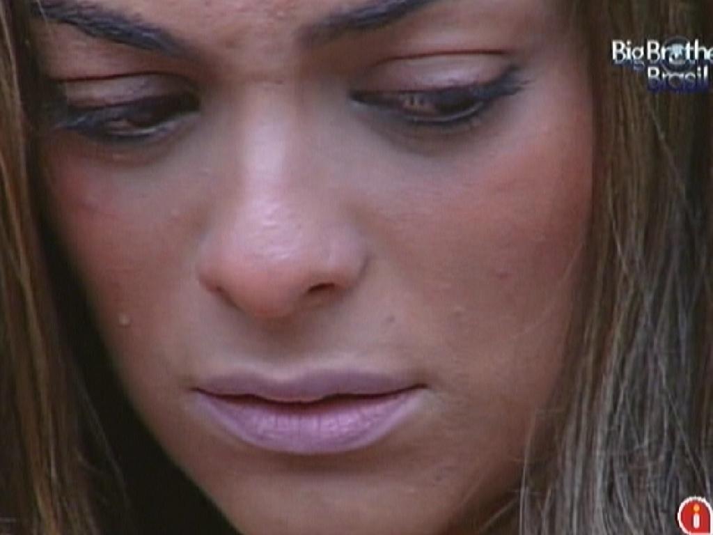 Monique chora com eliminação de Yuri (14/3/12)