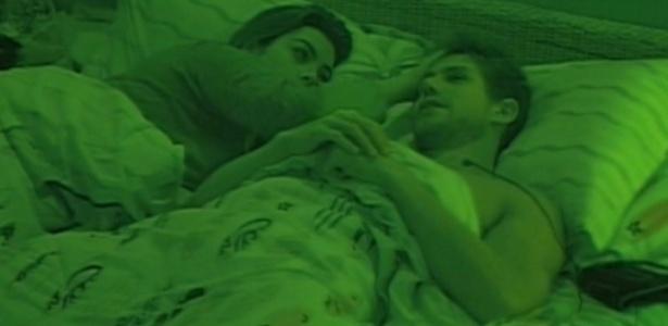 Monique e Jonas conversam antes de dormir (14/3/12)