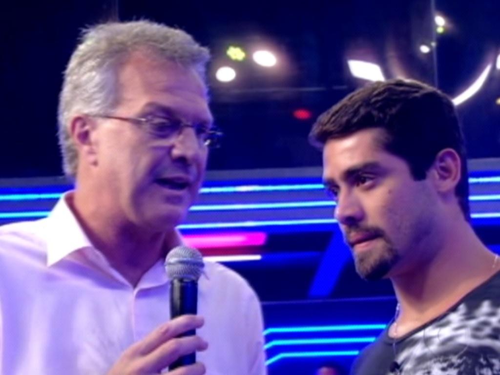 Yuri (dir.) ouve Pedro Bial perguntar se ele ainda estava apaixonado por Laisa (13/3/12)
