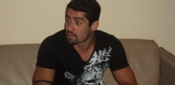 """Yuri fala com a imprensa após ser eliminado do """"BBB12"""" (13/3/12)"""