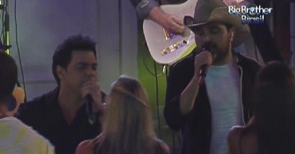 Zezé Di Camargo & Luciano cantam na festa do