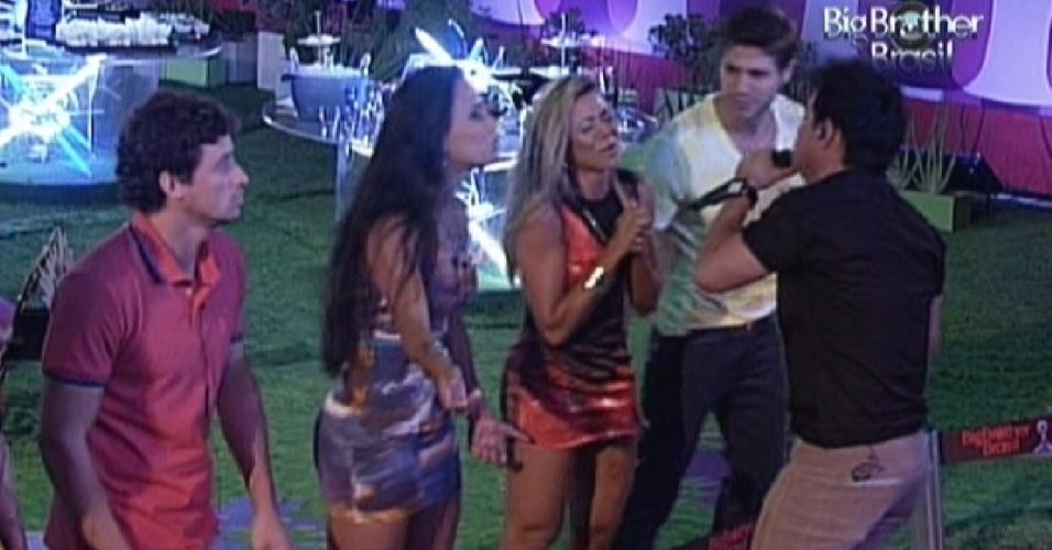 Zezé Di Camargo canta com brothers na festa do