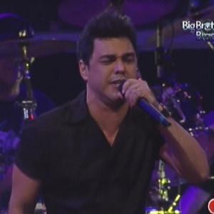 """Zezé Di Camargo canta com o irmão Luciano em festa do """"BBB12"""" (14/3/12)"""