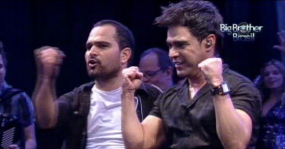 Zezé Di Camargo (dir.) e Luciano se despedem dos Brothers (14/3/12)