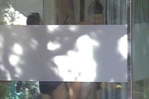 "Cristian entra no banho junto com Laisa no ""Gran Hermano"" (15/3/12)"
