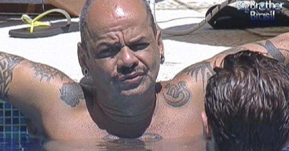 João Carvalho conversa com Jonas sobre drogas (15/3/12)