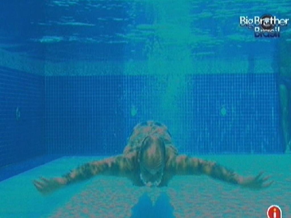 João Carvalho mergulha na piscina (15/3/12)