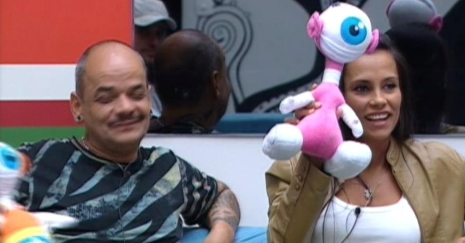 João Carvalho e Kelly mostram os robôs que ganharam (15/3/12)