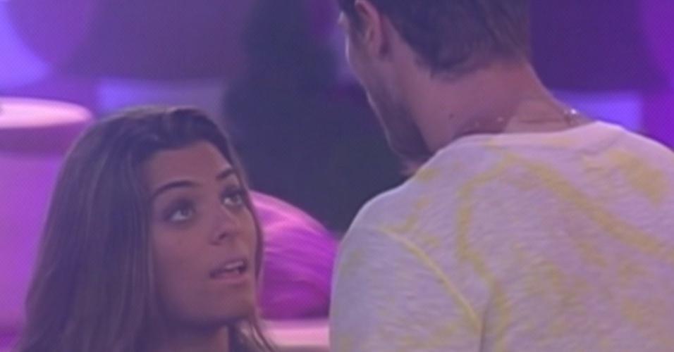 Jonas e Monique se desentendem durante festa (15/3/12)