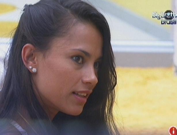 Kelly diz para João Carvalho que está ligada no jogo (15/3/12)
