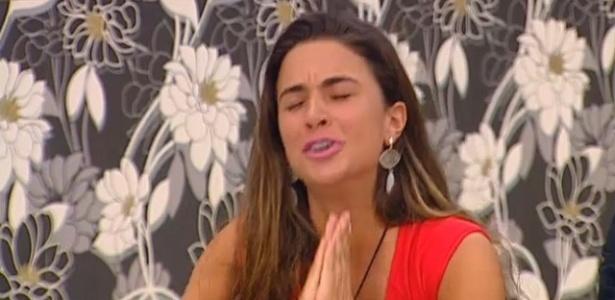 """No """"Gran Hermano"""", Laisa chora ao ver Pedro Bial e os brothers do """"BBB12"""" (15/3/12)"""