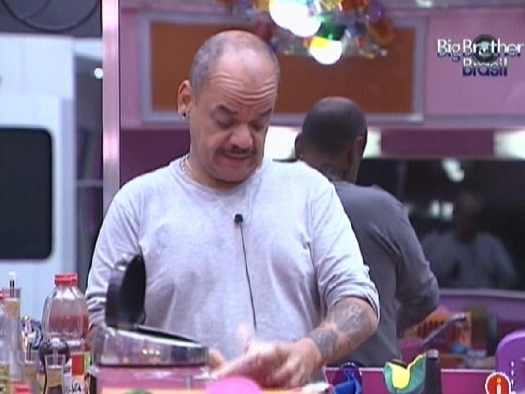 João Carvalho prepara almoço (16/3/12)
