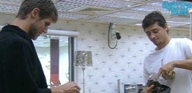 Jonas e Fael conversam sobre a formação do próximo paredão (16/3/12)