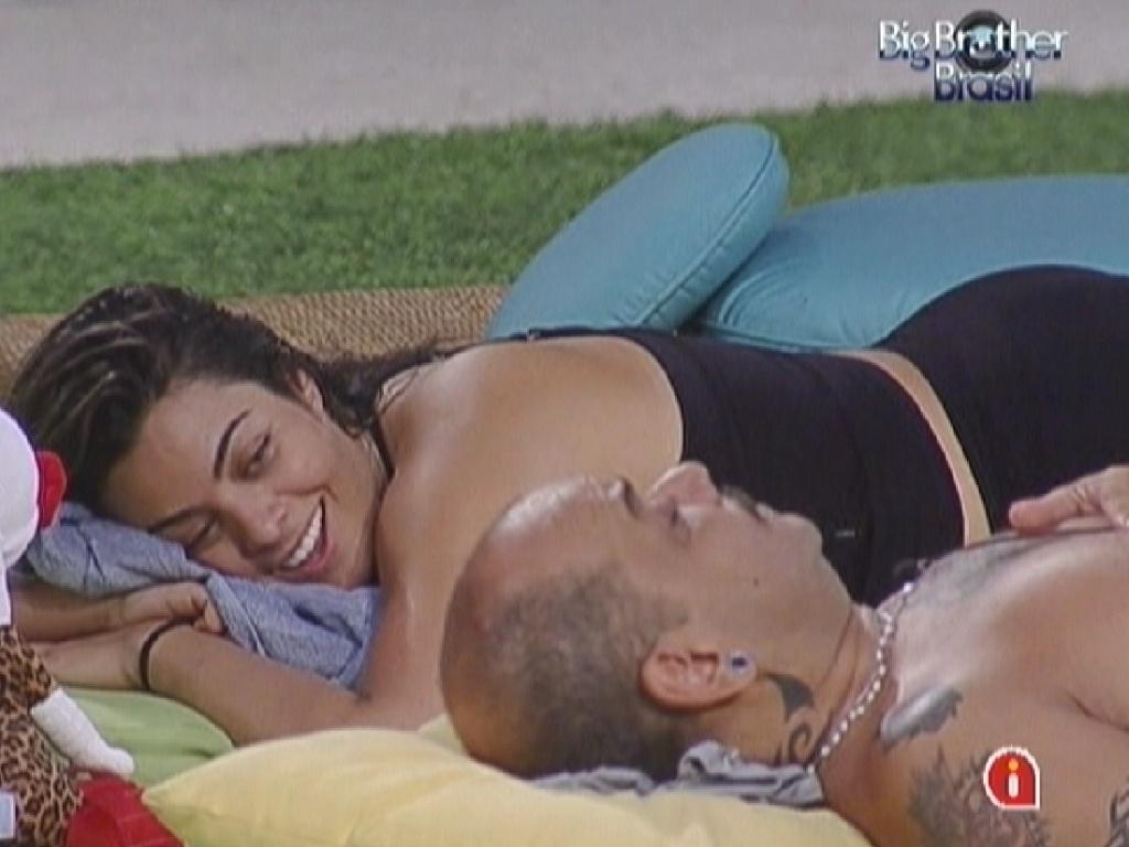 Monique e João Carvalho se divertem falando sobre sexo (16/3/12)