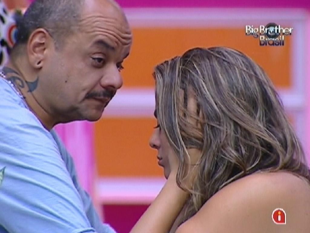 Emparedados, João Carvalho e Monique se apoiam para a disputa (17/3/12)