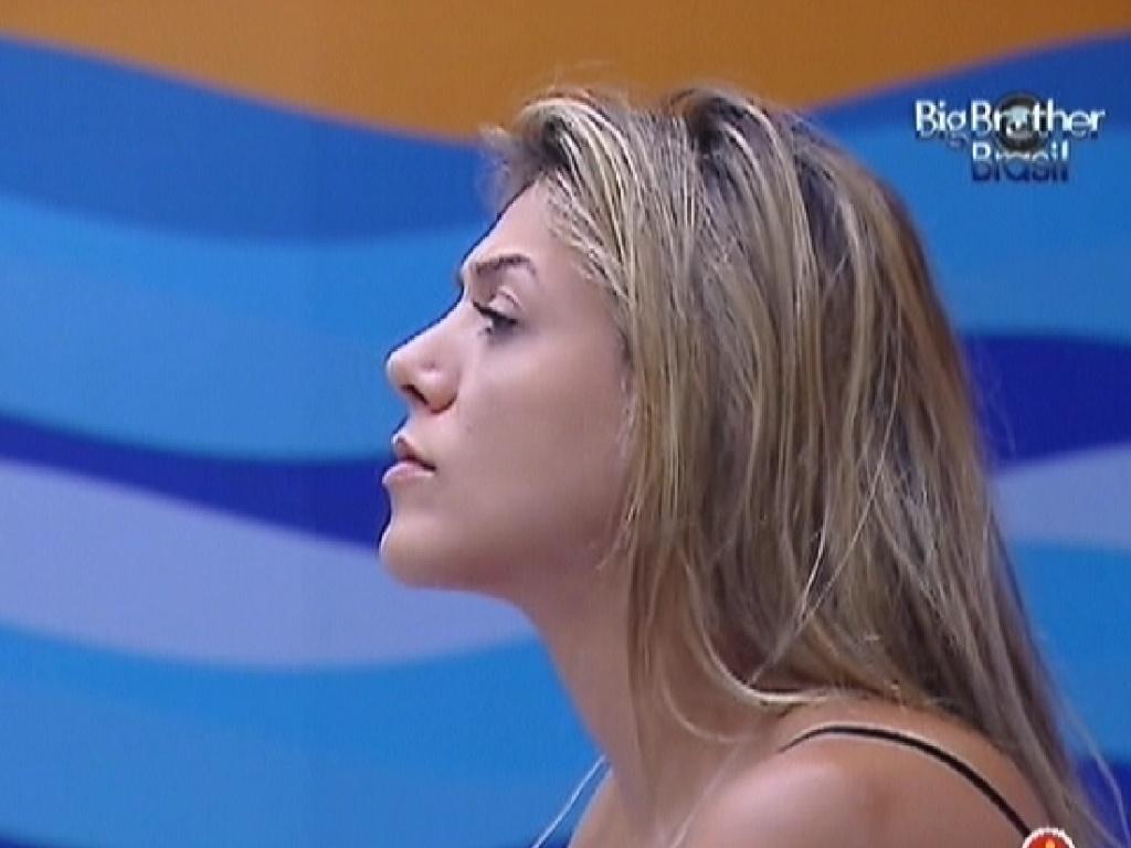 Fabiana acorda no quarto Praia (17/3/12)